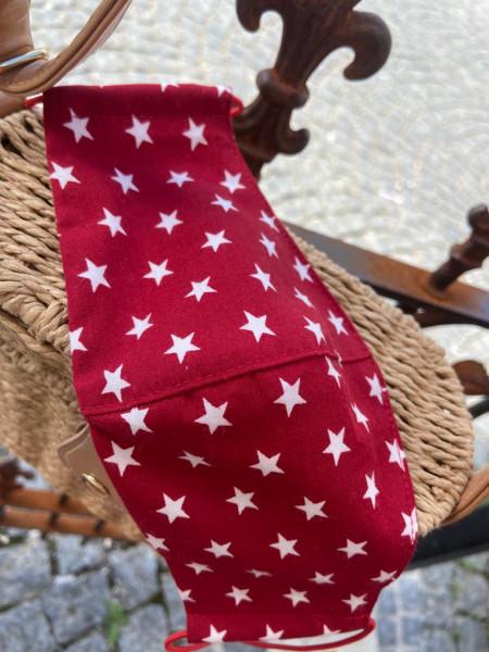 Rot mit weißen Sternen-Behelfsmaske