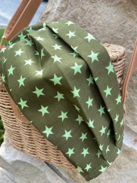 Grün mit grünen Sternen Behelfsmaske